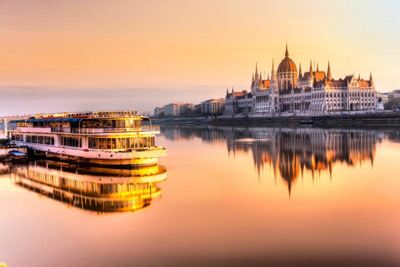 Come fare un giro in battello sul Danubio a Budapest