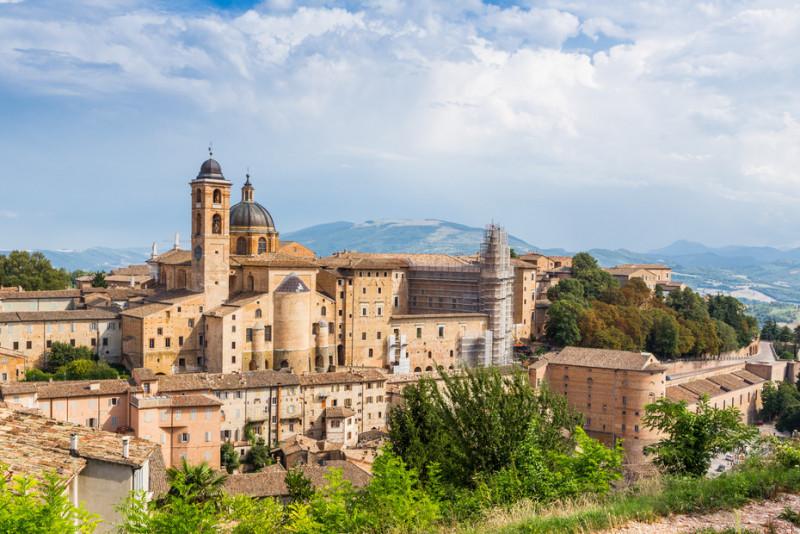 Come raggiungere Urbino: treno, autobus, aereo, auto