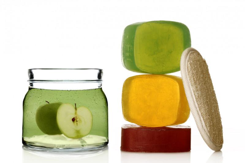Come preparare uno shampoo purificante al bicarbonato e aceto di mele.  Abbiamo dei capelli piuttosto grassi ... 31ef87a658e7