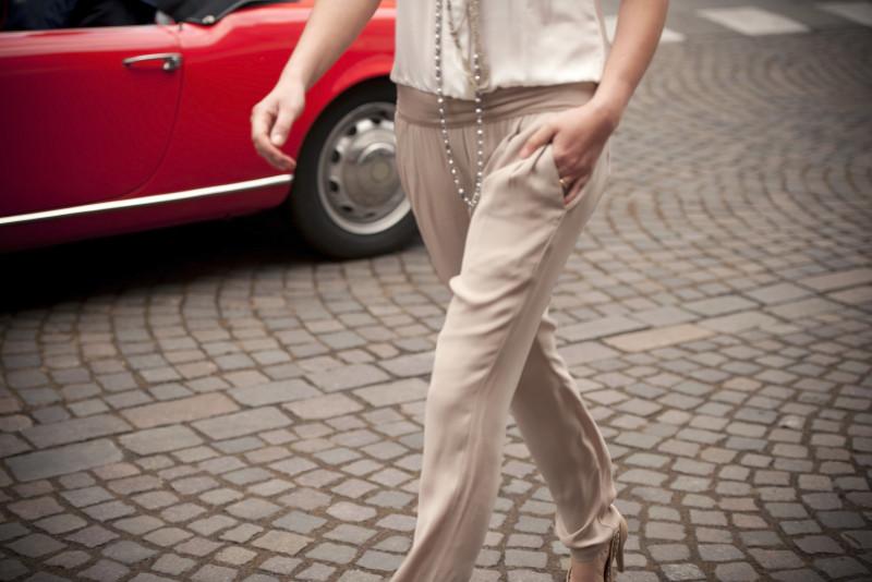 Come abbinare i pantaloni beige