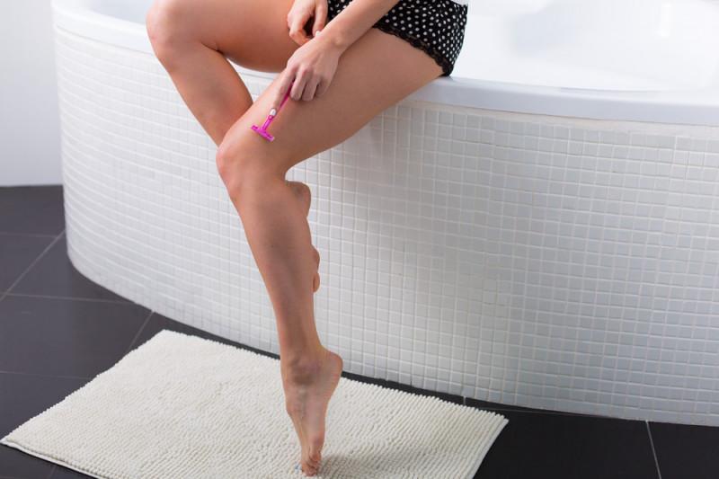 Depilazione con lametta: 5 segreti per una pelle perfetta