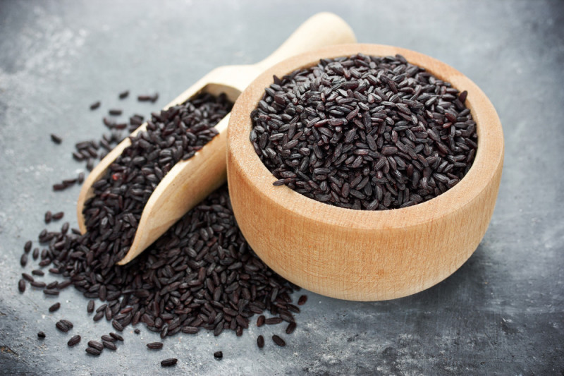 Come condire il riso venere freddo