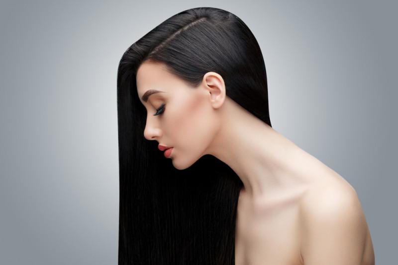 Come utilizzare l'olio di oliva per nutrire i capelli secchi