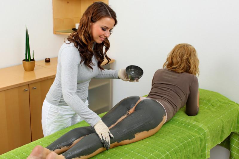 Come applicare i fanghi anticellulite