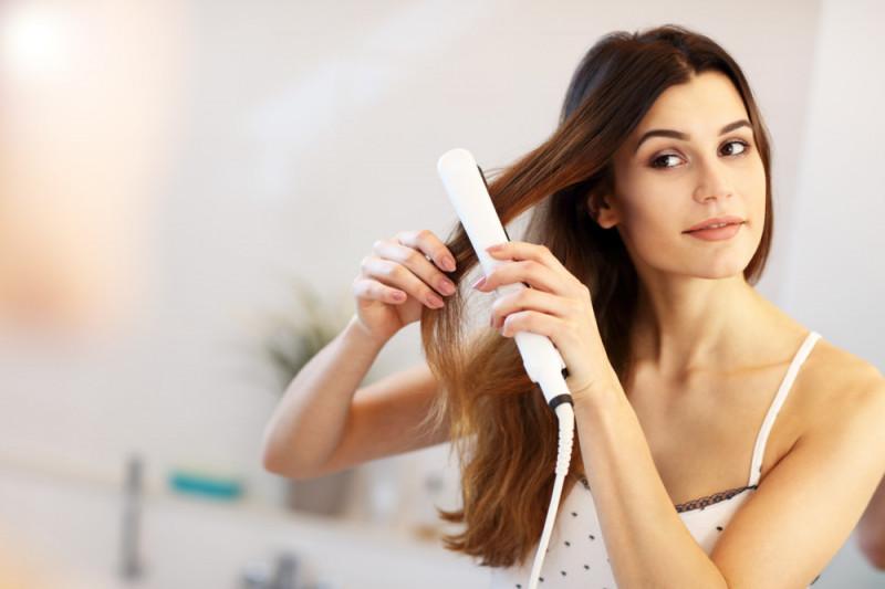 Come piastrare i capelli in modo che mantengano a lungo