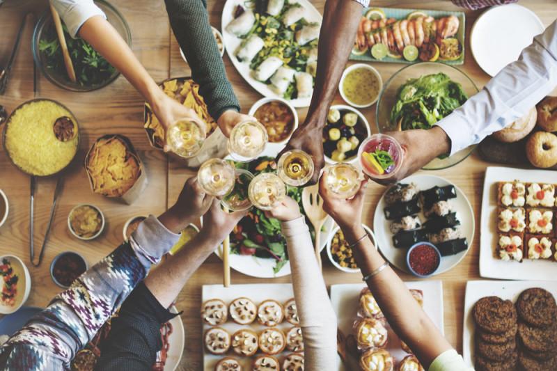 10 idee per una cena tra amici