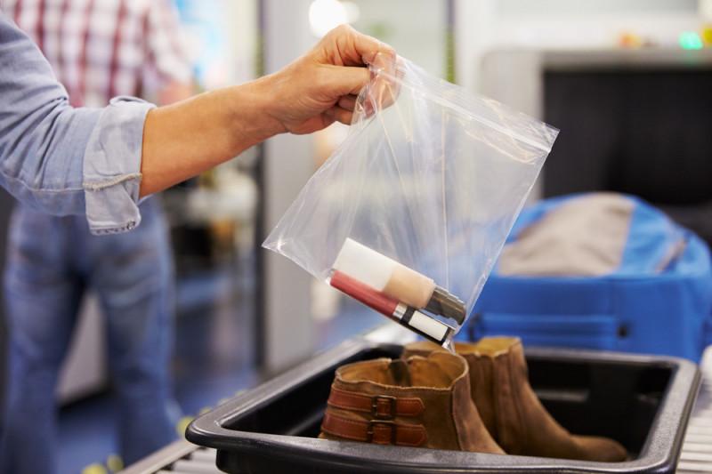 Beauty case in aereo: cosa portare