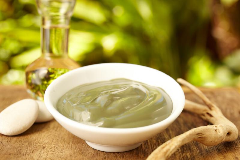 Come fare una maschera per il viso al tè verde