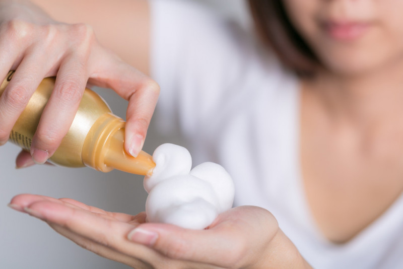 Come utilizzare la spuma per capelli