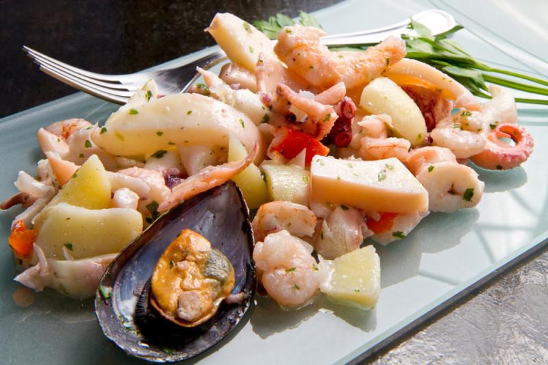 Come condire l'insalata di mare