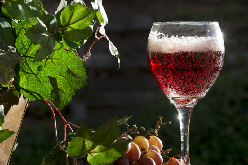 Come fare il vino frizzante in casa