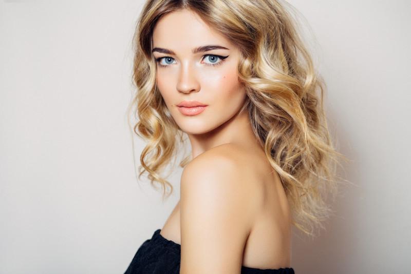 Come sbiondire i capelli senza ricorrere al parrucchiere