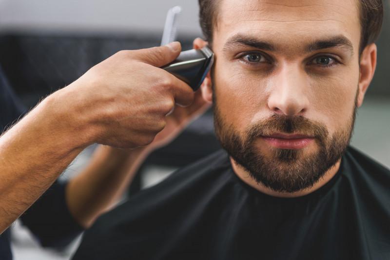 Come tagliare i capelli con la macchinetta