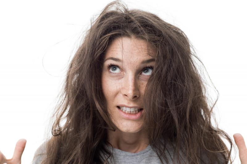 Come sistemare i capelli mossi