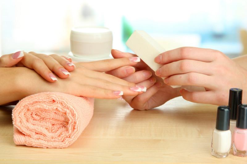 Come rimuovere il gel ricostruzione dalle unghie
