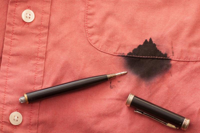 Come eliminare le macchie di biro