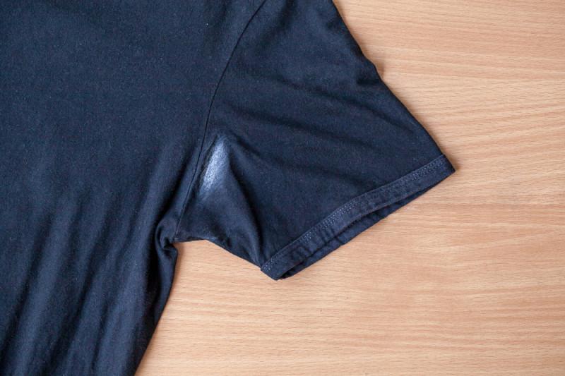 come togliere il trucco dalle giacche jeans bianche