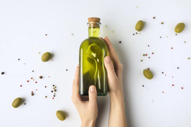 Come pulire i contenitori per l'olio d'oliva