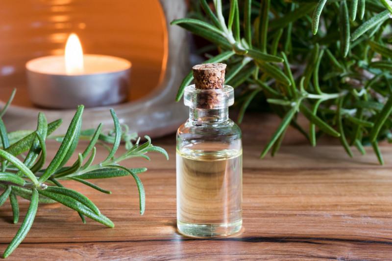Come fare l'olio di rosmarino a casa