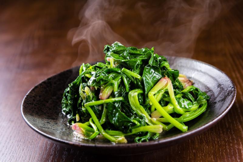 Come condire gli spinaci al vapore