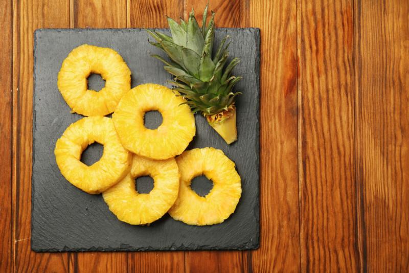 Come presentare l'ananas a tavola