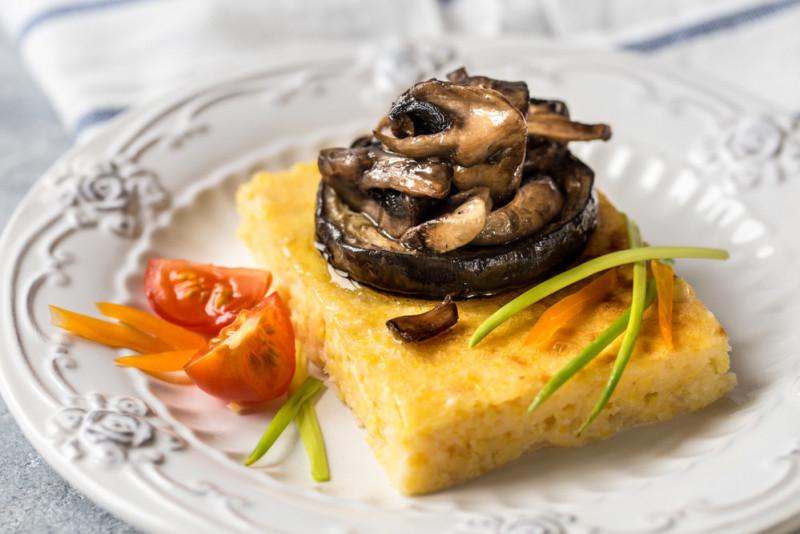 Ricetta: polenta funghi e salsiccia