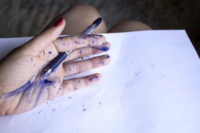 Come togliere le macchie di inchiostro dalla pelle
