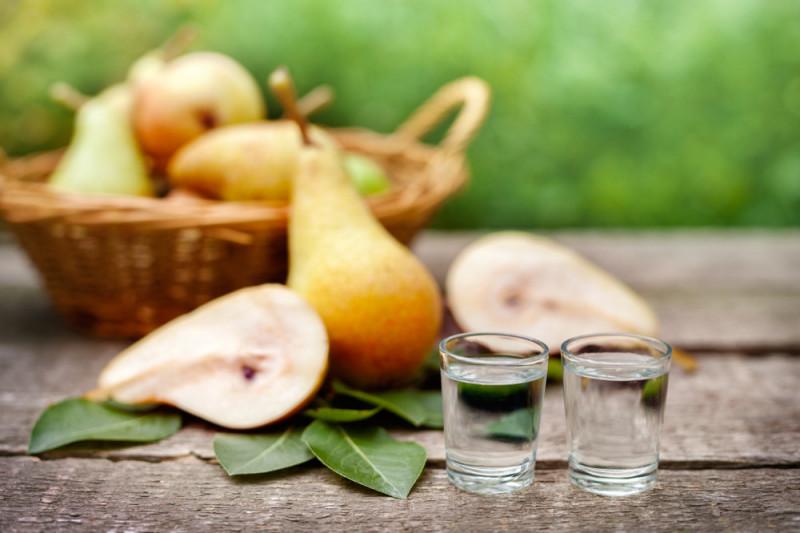 Come preparare un distillato di pere