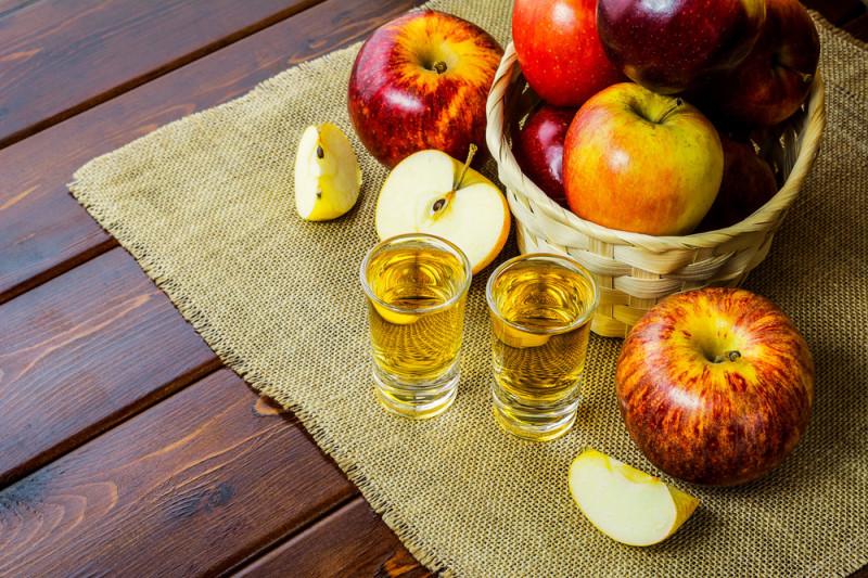 Come preparare il liquore alla mela