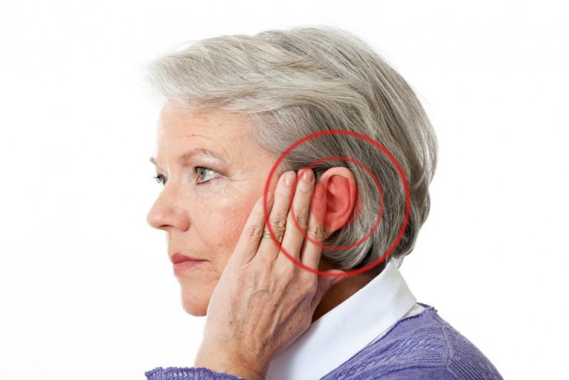 Come riconoscere i sintomi causati dal tappo di cerume nelle orecchie