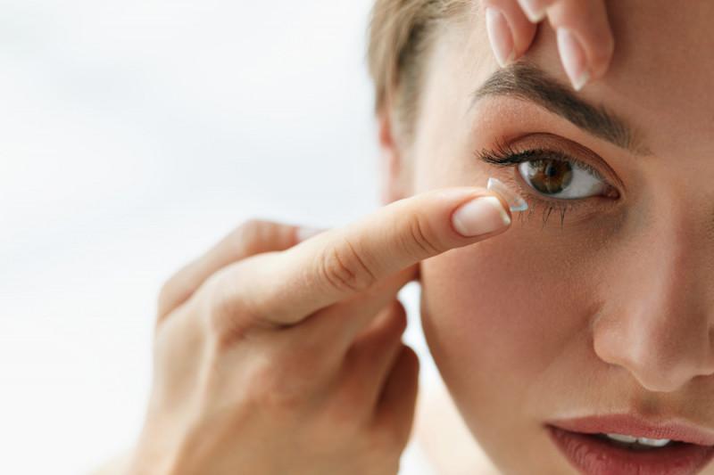 Come conservare le lenti a contatto senza liquido