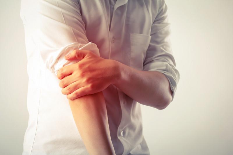 Come trattare una contusione al gomito