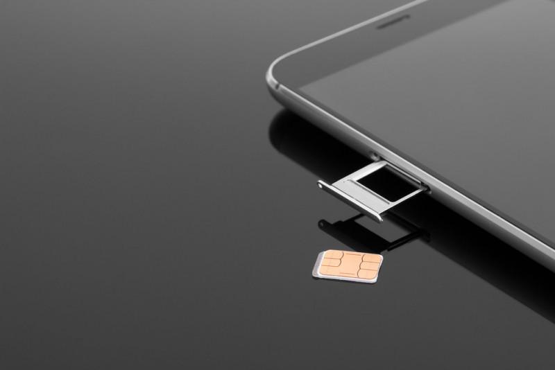 Come riparare un cellulare che non legge più la Sim card