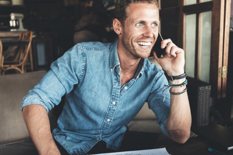 Come telefonare ad un cellulare utilizzando l'addebito di chiamata