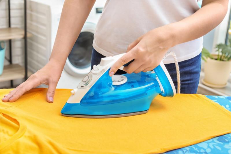 Come togliere il lucido da un tessuto