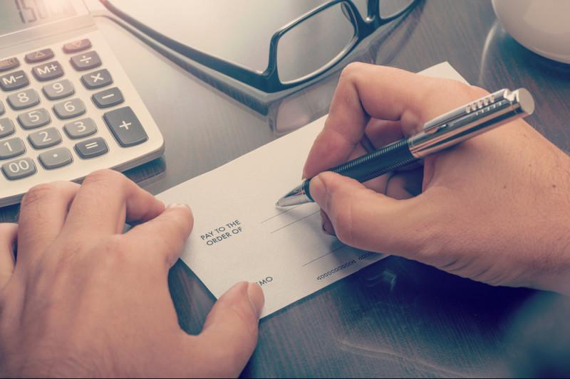 Come versare un assegno non trasferibile