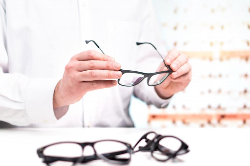 10 consigli per rimuovere i graffi dagli occhiali