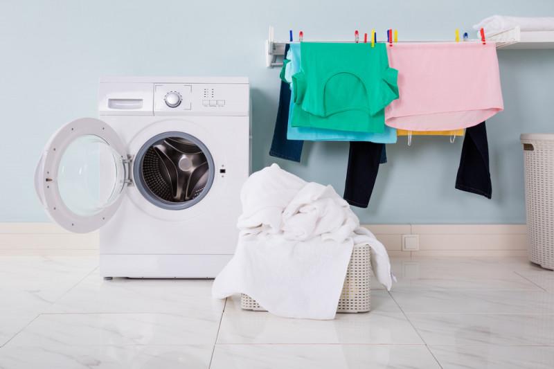 Come riparare una lavatrice che non scarica o non centrifuga