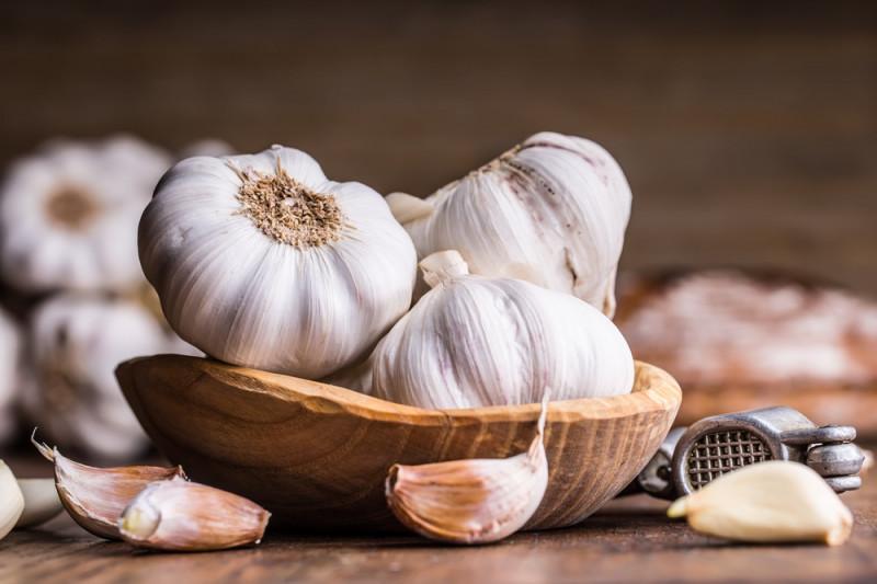 Come eliminare l'odore di aglio dalla bocca