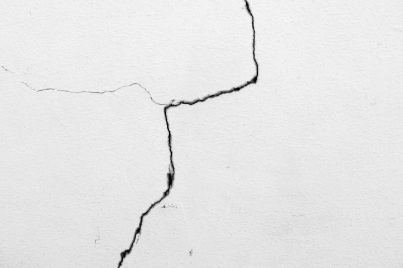 Come valutare la pericolosità delle crepe nei muri