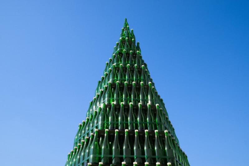Come realizzare un albero di Natale con le bottiglie