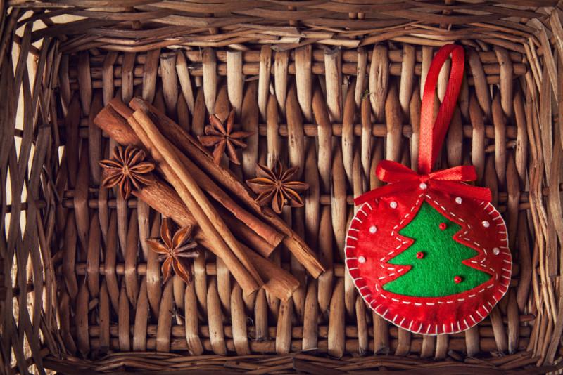 Come fare palline di Natale con i dischetti di feltro