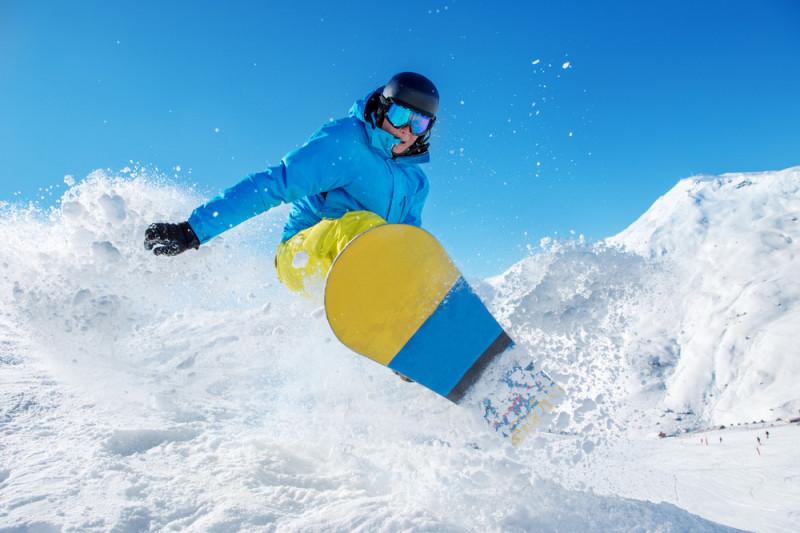 Come vestirsi per praticare snowboard