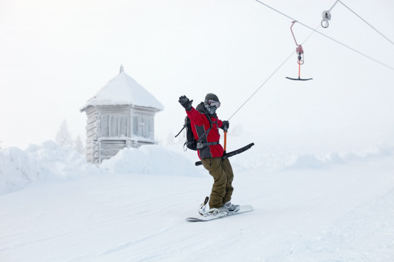 Come salire con lo snowboard sullo skilift