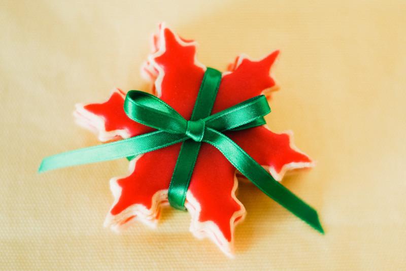 Decorazioni di Natale fai da te: come fare un fiocco di taffetà