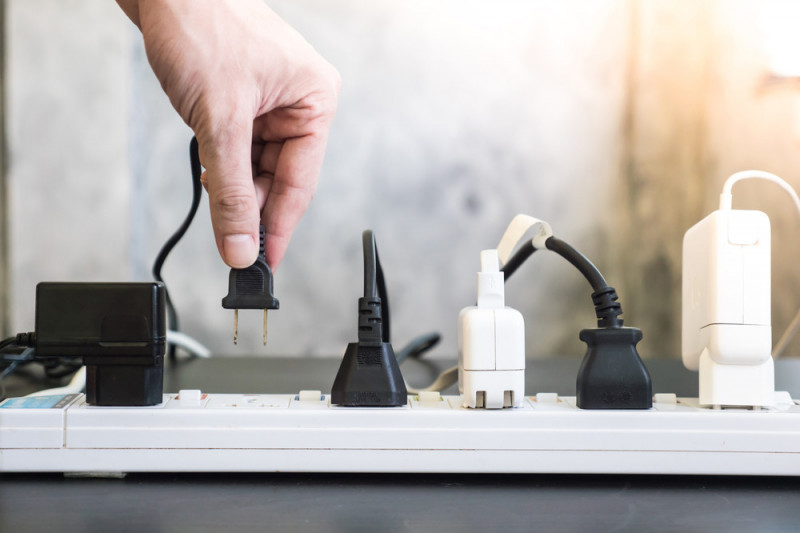 Come creare una presa di corrente da un interruttore