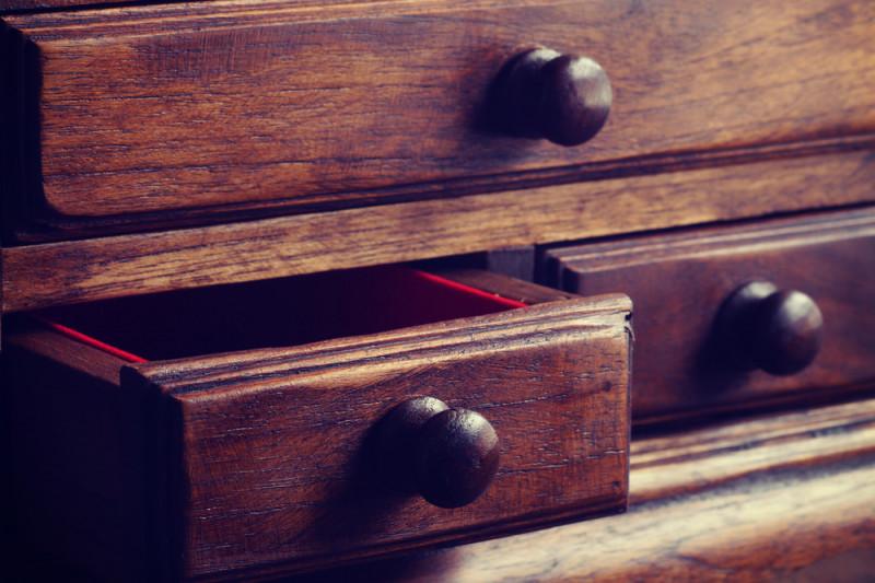 Come eliminare i tarli dal mobile in legno
