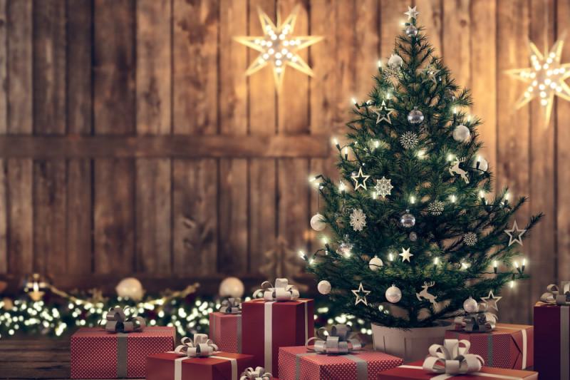 Come applicare le luci sull'albero di Natale