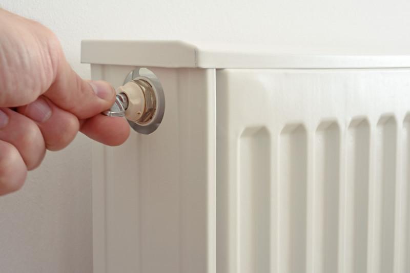 Come sostituire la valvola del termosifone che gocciola