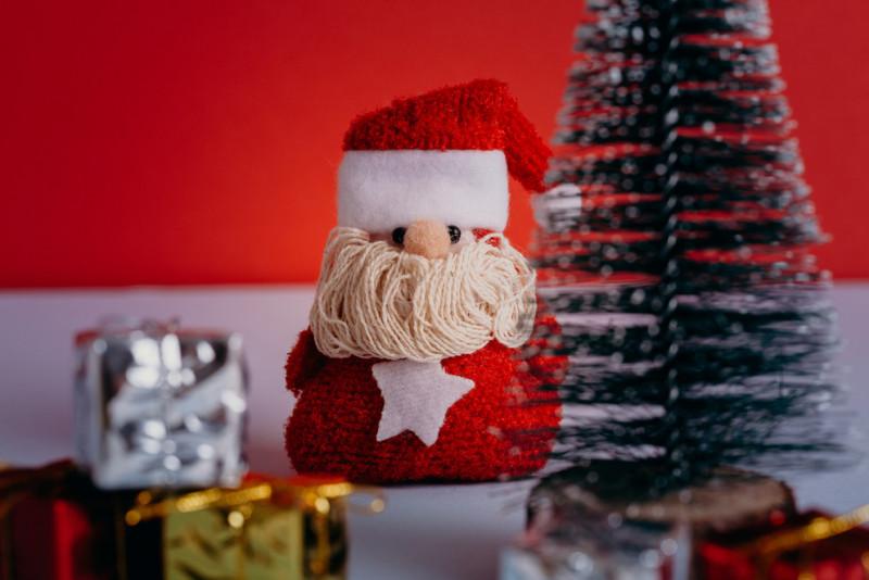 Come realizzare un Babbo Natale di stoffa